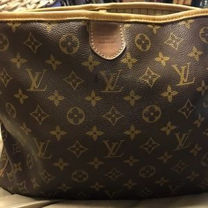 100%authentic delightful pm Louis Vuitton hobobag